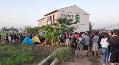 La Guardia Civil se retira pero siguen los acampados junto a alquería en V-21