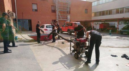 Els bombers del Consorci revisen i posen a punt tots els materials davant l'avís de pluja