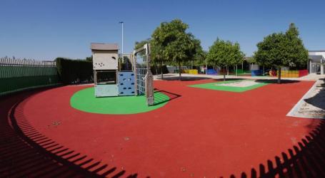 El CEIP Patacona renova el pati infantil i les cobertes dels seus edificis