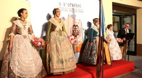 Las fallas de Torrent realizan su tradicional homenaje a la Senyera