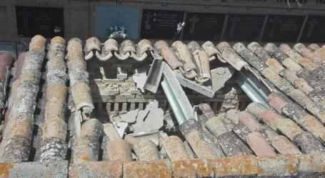 Reparen a Godella les cobertes dels pavellons de nínxols que estaven al descobert