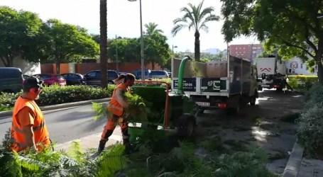 Dos máquinas biotrituradoras eliminan los restos de poda de las zonas verdes de Paterna