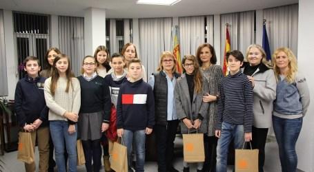 Un grup de 8 estudiants de Picassent reben el premi extraordinari al rendiment acadèmic de la Conselleria d'Educació