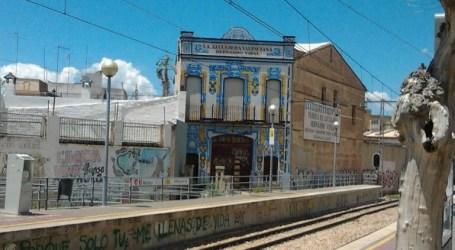 La façana de l'azulejera valenciana de Meliana compleix el centenari