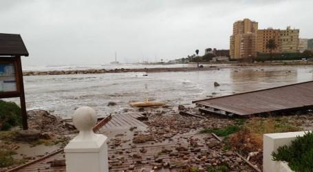 El paseo de madera de El Puig arrasado por el temporal