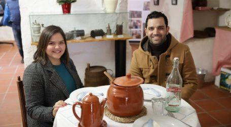 Paterna inaugura una exposición inspirada en «Dolor y Gloria»
