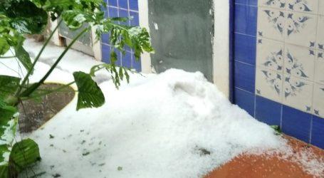 Una fuerte granizada cubre de blanco Picassent