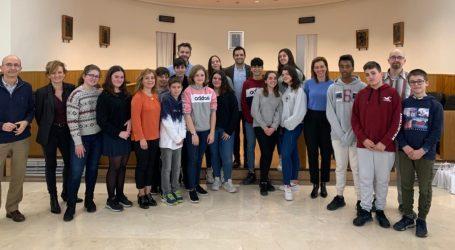 Alumnos del IES La Canyada presentan sus propuestas en el Ayuntamiento para mejorar la sostenibilidad de Paterna
