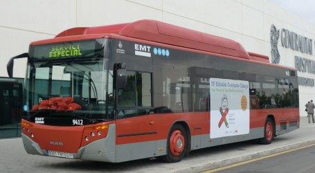 EMT elimina el pagament en efectiu i els viatgers i viatgeres hauran d'accedir a l'autobús per la porta central del vehicle