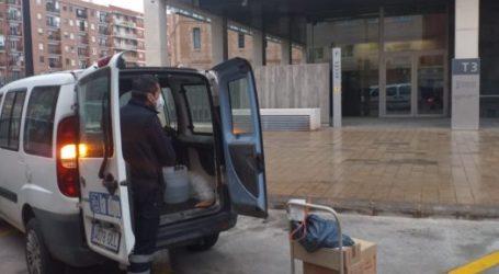 La Brigada Municipal de Burjassot recoge el material sanitario que la Generalitat está haciendo llegar a los Ayuntamientos