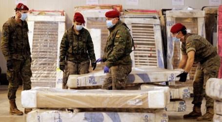El Ejército traslada 381 camas geriátricas a un almacén de Manises