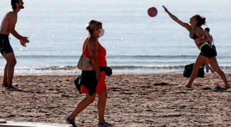 El Ministerio de Sanidad recuerda que también «en los paseos por la orilla se deberán mantener las distancias»