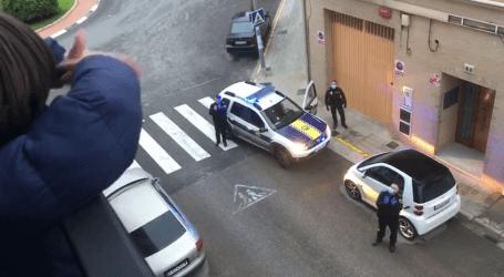 Policía Local y Protección Civil de Benetússer felicitan el cumpleaños a 218 personas durante el confinamiento
