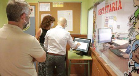 L'Alcalde d'Alaquàs visita els centres educatius per conèixer la tasca docent durant el confinament