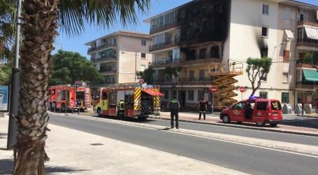 Impresionante incendio en el barrio Orba de Alfafar