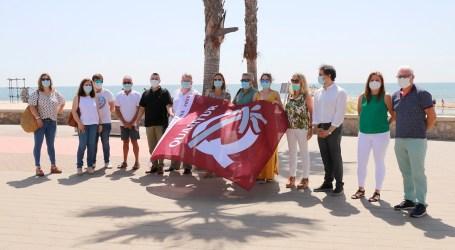 Dos banderas avalan la calidad de la playa de Puçol: Qualitur y la única bandera azul de la comarca