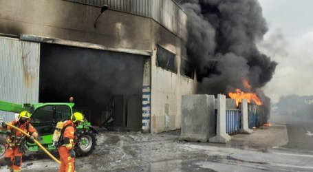 El alcalde de Aldaia informa que el incendio «está controlado» y no hay daños personales
