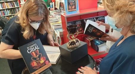 Dra. Ana Mafé Firma de libros Segunda Edición «El Santo Grial»  en  Fnac Valencia
