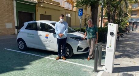 La Pobla de Farnals adquirix un vehicle elèctric i s'instal·la punts de recàrrega d'ús públic