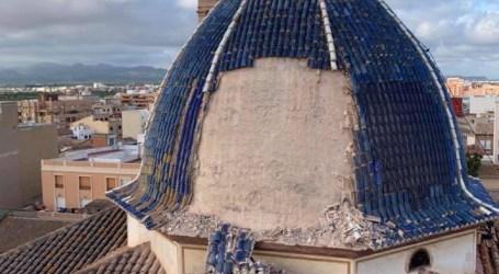 Cierran el perímetro de la Iglesia de San Juan Apóstol de Massamagrell tras el desprendimiento de parte de la cúpula