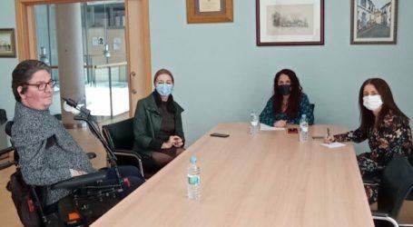La secretària autonòmica d'Eficiència i Tecnologia Sanitària visita Bonrepòs i Mirambell