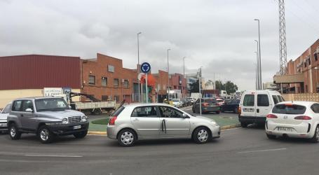 Grandes retenciones a la salida de la pista de Silla por la caravana en apoyo a los autónomos y trasportistas