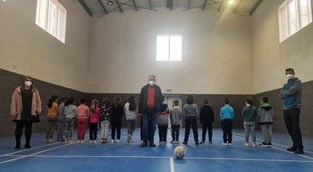 Los alumnos y alumnas del colegio Juan Esteve de Albal estrenan su nuevo gimnasio