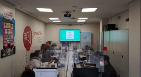 El Ayuntamiento y Jovesólides combaten la brecha digital en La Coma (Paterna)