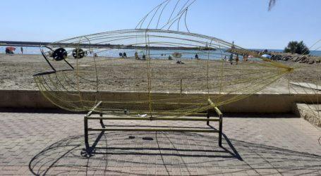 La Pobla de Farnals instal·la en l'entrada de la Platja Pobla Marina un gran peix que servirà de contenidor d'envasos de plàstic