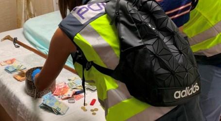 La Policía Nacional desarticula un punto de venta al menudeo de cocaína y heroína en el barrio de Xenillet de Torrent