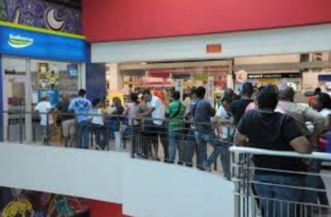 Empleados públicos comienza desde este viernes a cobrar regalía pascual -  El Metropolitano