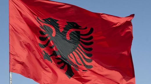 ما معنى ألوان علم ألبانيا؟