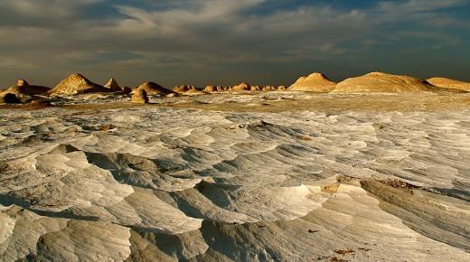 الصحراء البيضاء .. مزار سياحي مصري رائع