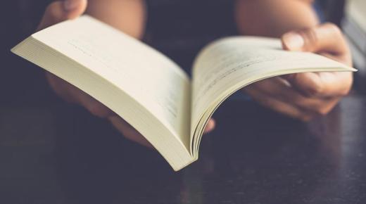 الفرق بين القصة والرواية