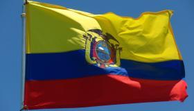 ما معنى ألوان علم الإكوادور؟