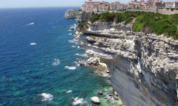 ماذا تعرف عن جزيرة كورسيكا ؟