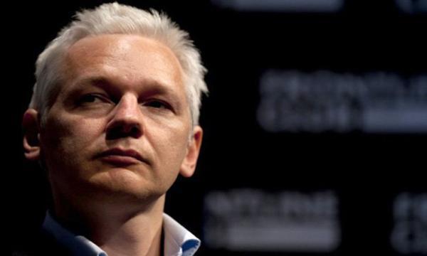جوليان أسانج مؤسس ويكيليكس والصراع مع القوى الكبرى