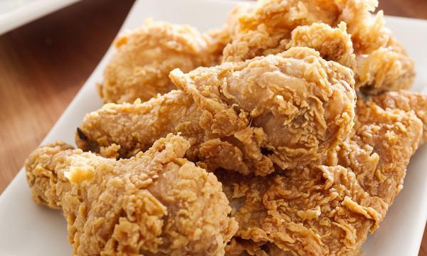 تحضير دجاج كنتاكي بالبهارات بطريقة سريعة وسهلة