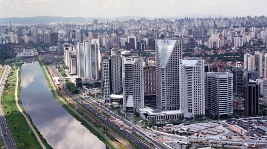 بم تشتهر دولة البرازيل ؟