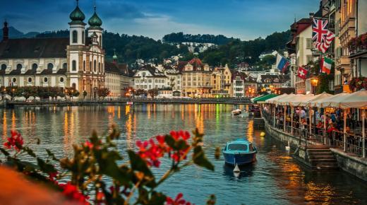 بم تشتهر دولة سويسرا؟