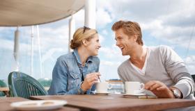 أمور مهمة يتحدث بها الأزواج السعداء