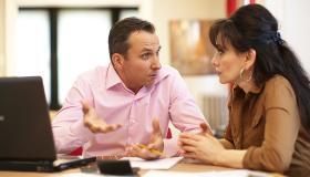 طرق لتجنب الشجارات المالية في الزواج