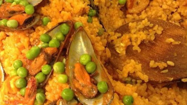 طريقة تحضير البايلا مع المأكولات البحرية