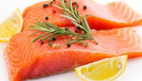 عمل سمك السلمون الشهي في الفرن بطريقة صحية ولذيذة مثل المطاعم