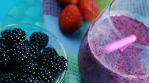 عمل عصير التوت بأكثر من وصفة رائعة وتحضيره مع الصودا والفراولة