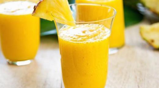 عمل عصير المانجو الفخم مع الشمام والفراولة لترطيب رائع في الصيف