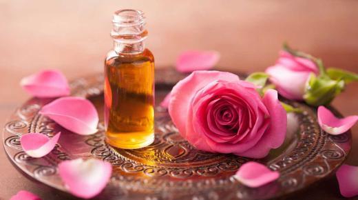 فوائد واستخدامات زيت الورد للبشرة.. تعرفي عليها