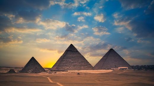 كيف بنيت الأهرامات؟
