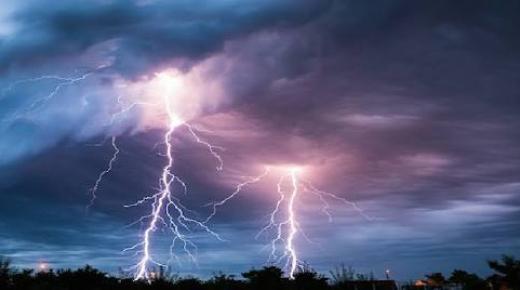 كيف يحدث البرق والرعد؟