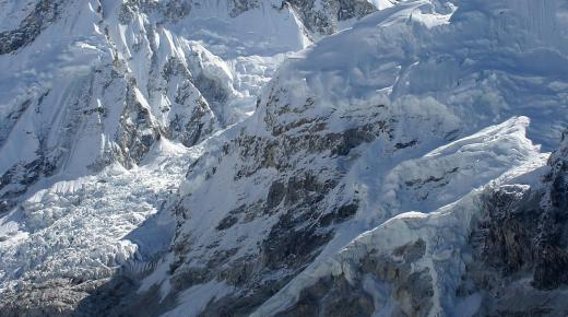 ماذا تعرف عن قمة جبل إفرست